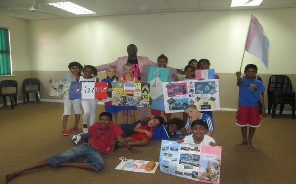 Les élèves de français avec le prof juste après la journée 2 du français à Crawford PNC à Durban